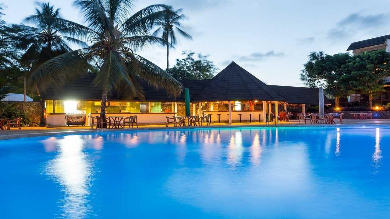 Почивка в Travellers Beach Hotel